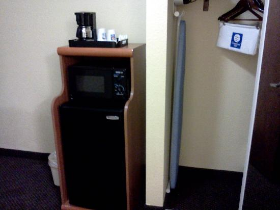 Comfort Inn &amp; Suites Jupiter: Microwave and mini fridge