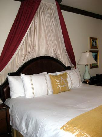 Arrabelle at Vail Square, A RockResort: Bed