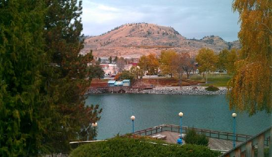 Chelan House Bed and Breakfast: View out the window