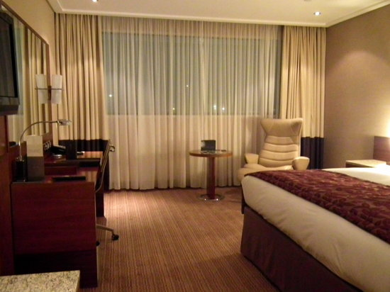 Sofitel London Heathrow: Superior Room Bedroom - Nov Stay