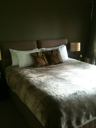 Gaia Retreat &amp; Spa: Luscious, comfortable bed