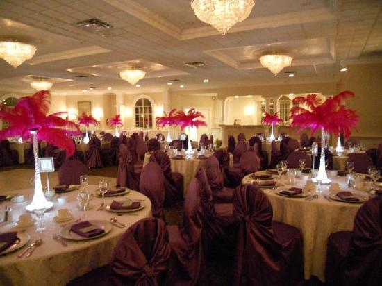 BEST WESTERN PLUS Mariposa Inn & Conference Centre: Hermitage Ballroom Wedding
