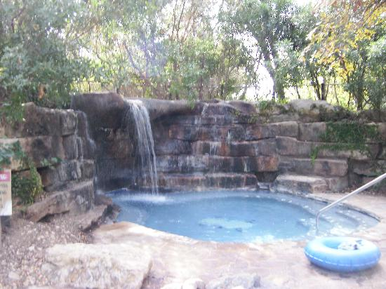 Hill Country Inn & Suites: one of the hot tubs/spas, by the pool