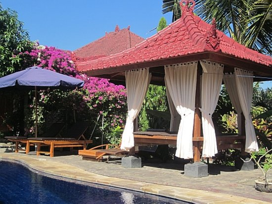 Mumbul Guesthouse: Relax by the pool or get a massage