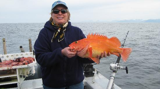 Kingfisher Charters & Lodge: Lucky wife with red (rock) fish!