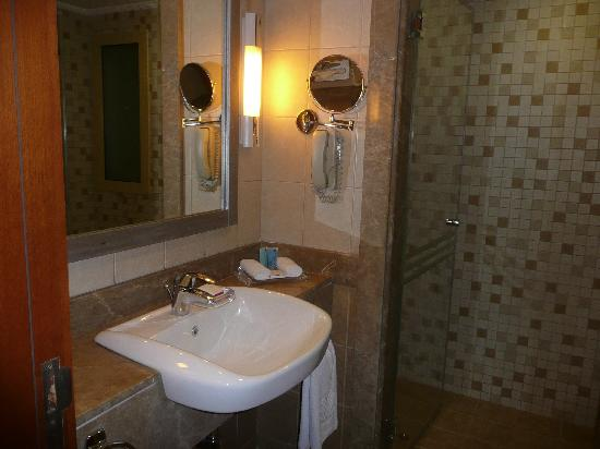 Al Rawda Arjaan by Rotana: Bathroom