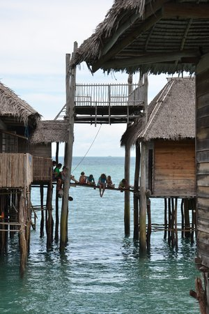 Telunas Beach Resort: Trying to catch our dinner