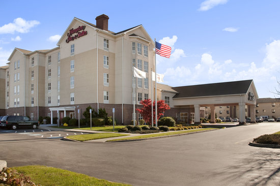 Hampton Inn and Suites Providence / Warwick Airport: Hotel Exterior