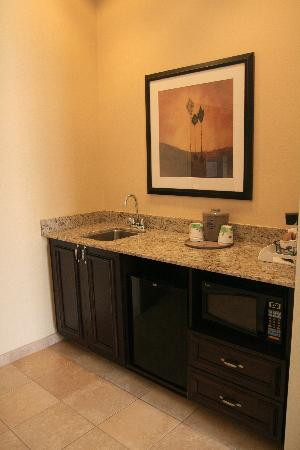 Hampton Inn & Suites Chino Hills: Wet Bar