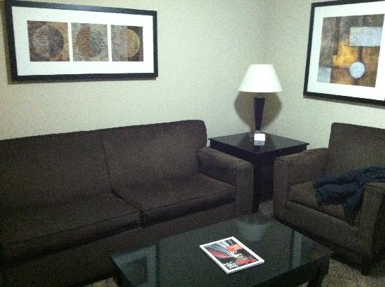 Holiday Inn Hotel & Suites Tulsa South: sitting area