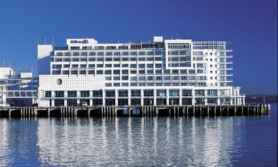 Hilton Auckland: Exterior - side