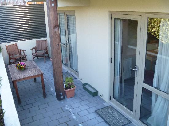 Queenstown Motel Apartments: little back garden