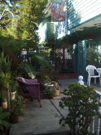 A Beach Bed and Breakfast and Vacation Condo at the Elsbree House: A wonderland inn