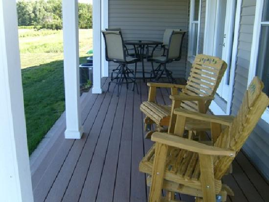 New Vines Bed & Breakfast: The porch