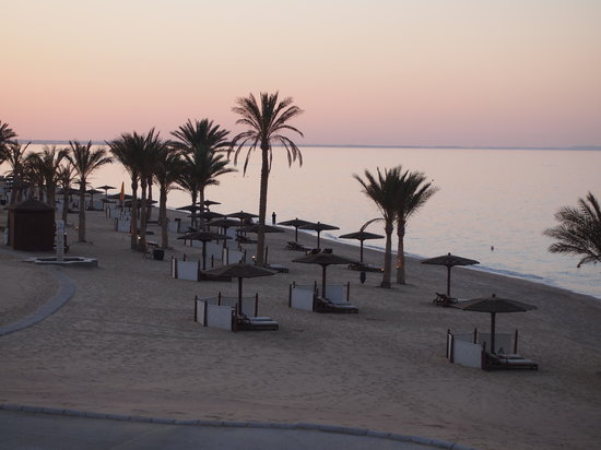 The Oberoi, Sahl Hasheesh: Beach at sunset