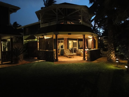 Beachfront cottage picture of mama 39 s fish house paia for Mama s fish house maui