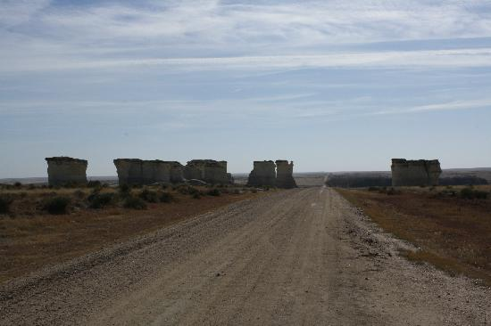 Oakley, KS: These huge rock formations sit in the middle of nowhere in Kansas