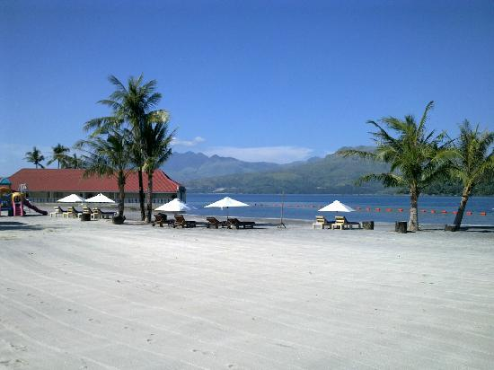 Whiterock Waterpark and Beach Hotel: Subic Bay from White rock