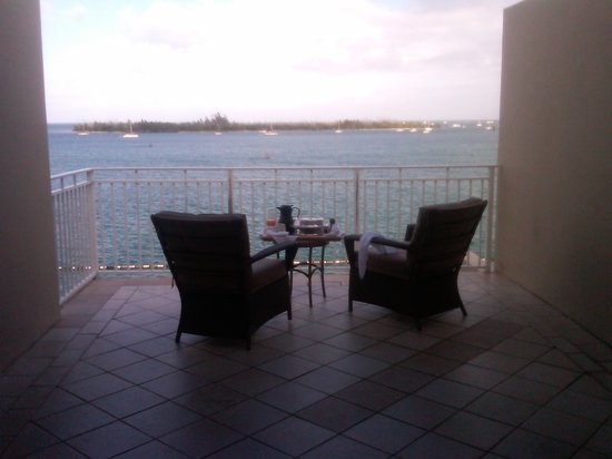Pier House Resort and Spa: Breakfast on the balcony