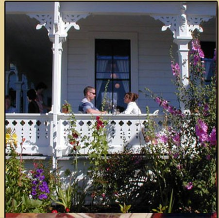 Joshua Grindle Inn of Mendocino: Breakfast on our sunny porch.