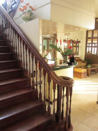 Honeycomb Tourist Inn: the old staircase and lobby
