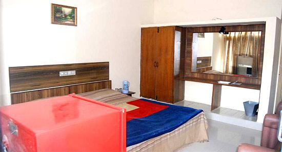 Kailash Hotel: Our Room.....!!