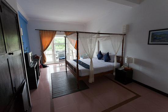 Frangipani Villa Hotel, Siem Reap: Our pool-view room