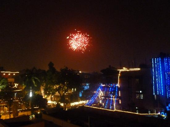 Bed and Breakfast New Delhi: Diwali 2011 - view from the roof