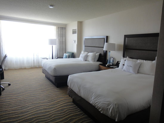 DoubleTree by Hilton Hotel San Diego - Mission Valley: Rooms are super comfy