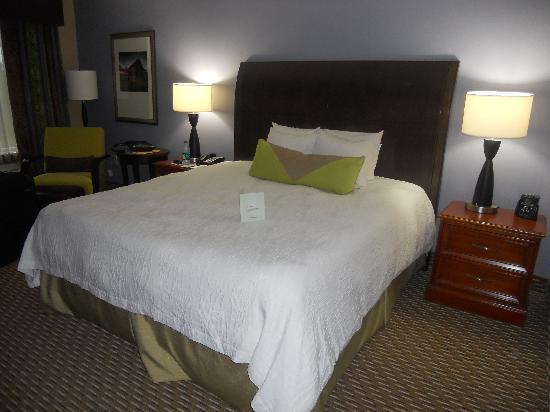 Hilton Garden Inn Raleigh Triangle Town Center: Bed