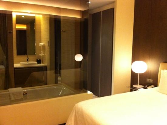 Pan Pacific Serviced Suites Orchard Singapore: bathroom
