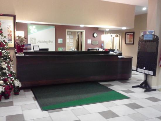 Holiday Inn Timonium: Hotel lobby check-in desk
