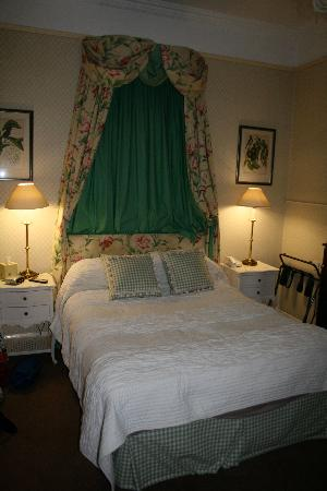 Golden Fleece Hotel: The bedroom