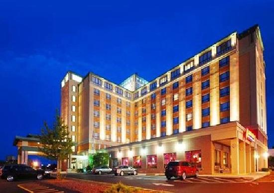 Comfort Inn &amp; Suites Boston Logan International Airport: Comfort Inn &amp; Suites Exterior