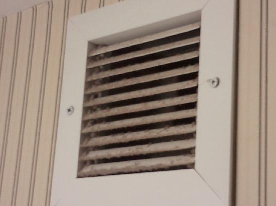Sheraton Midwest City Hotel: Filthy air vents