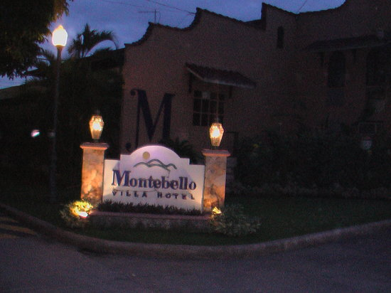 Montebello Villa Hotel: the entrance