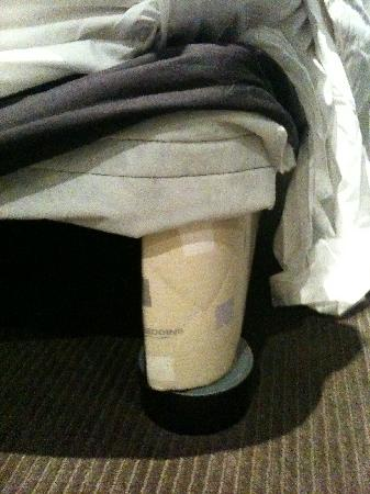 Rydges Bell City Hotel &amp; Residences: Is gaffer tape as a bed leg acceptable?