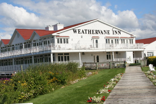 Weathervane Inn: View from the Lake