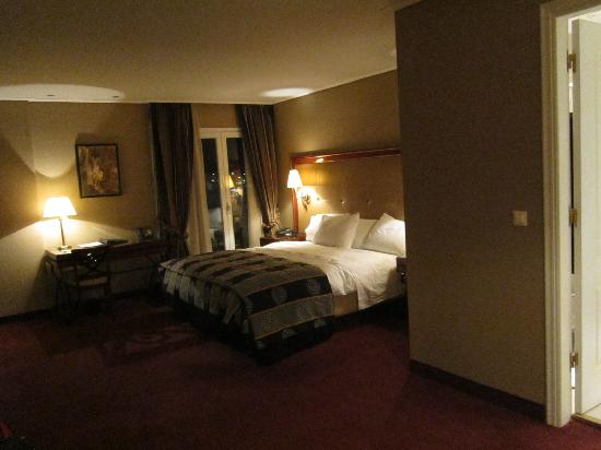 Piraeus Theoxenia Hotel: Huge suite