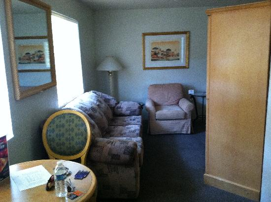 Blair House Suites: &quot;Recently updated carpet and Furniture&quot; HA HA what a joke!