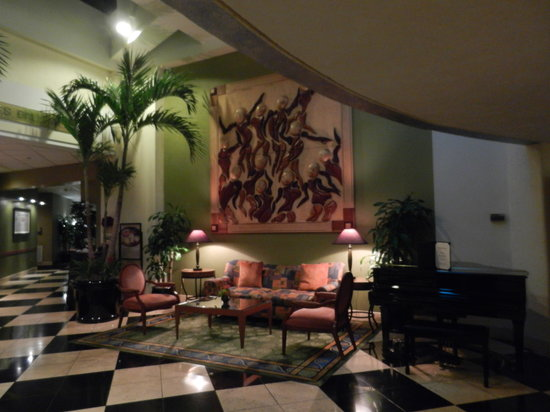 Crowne Plaza Fort Myers at Bell Tower Shops: Lobby Area