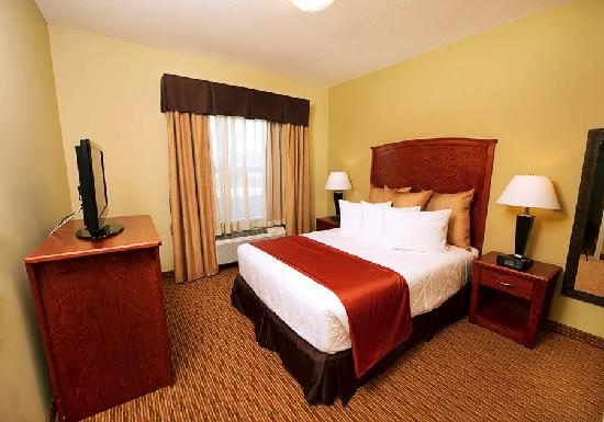 MainStay Suites East Edmonton-Sherwood Park: Deluxe Queen Suite