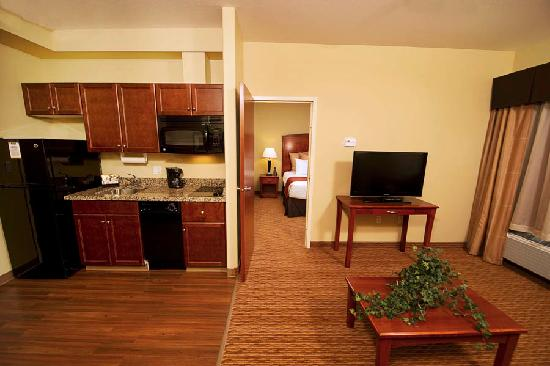 MainStay Suites East Edmonton-Sherwood Park: Deluxe King Suite