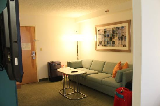 SpringHill Suites Miami Airport South: living