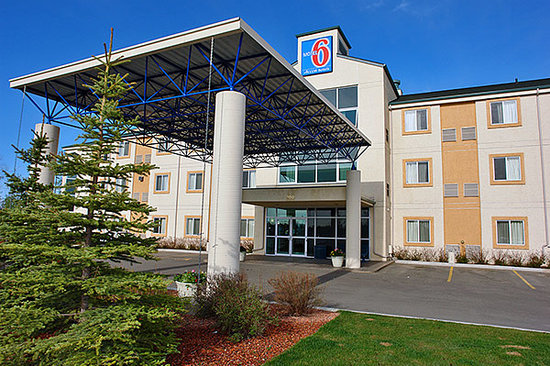 ‪Motel 6 Red Deer‬