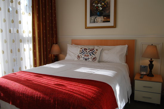 ‪‪Parc Suites Hotel‬: Bedroom -Queen Bed‬