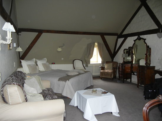 Cote Canal: Attic Room