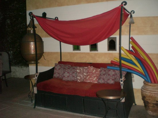 El Morocco Inn &amp; Spa: Seating area by the pool