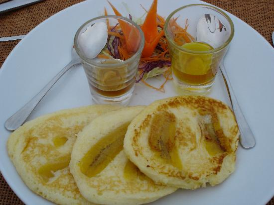 kiridara: banana pancakes with local honey