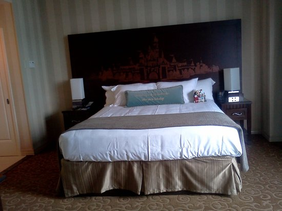 Disneyland Hotel: King SIze Bed